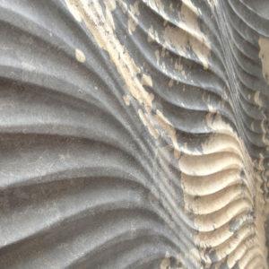 Steinfurnier flexibel auf welligem Untergrund